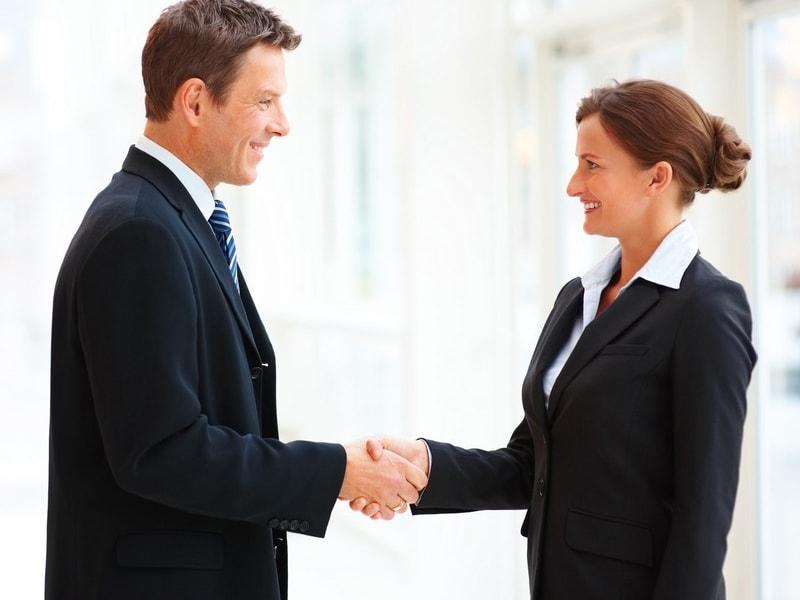 Tạo sự thân thiện ngay từ khi chào hỏi